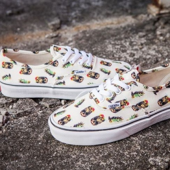53dfa1076b Vans Authentic Drained   Confused Pineapple Skull.  M 5b7c5d865fef37a36a5579ee
